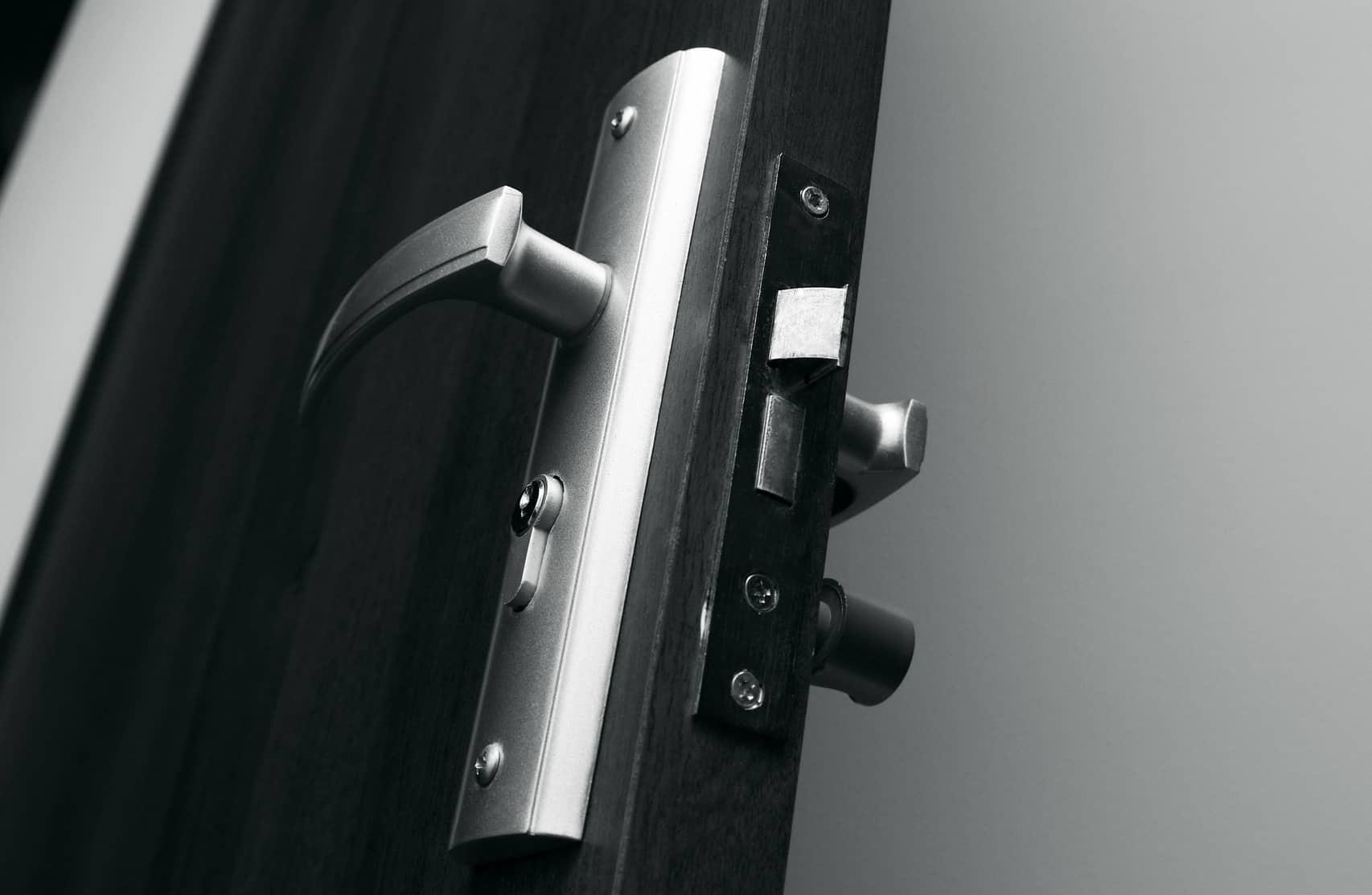 Tür mit automatischer Öffnung
