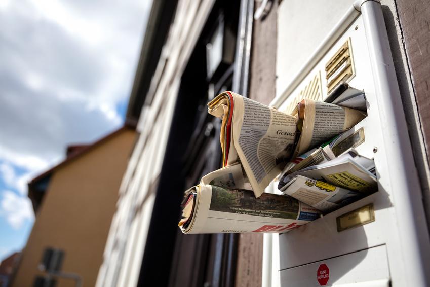 Übervoller Briefkasten